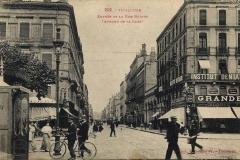 Entrée de la rue Bayard (Avenue de la Gare)